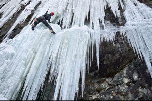 Eisklettern - Am besten in der Kletterschule beginnen