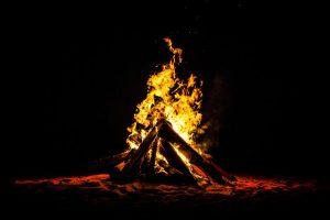 Sternfeuer errichten