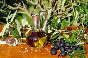 Olivenöl enthält z.B. essenzielle Fettsäuren