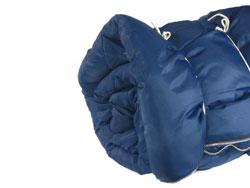 Das Füllmaterial eines Schlafsacks hat zwei Funktionen
